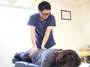 高知市 えぐち鍼灸整骨院のトムソンベッドによる骨盤矯正