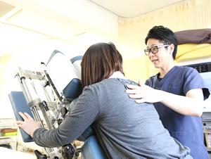 高知市えぐち鍼灸整骨院のトムソンベッドによる骨盤矯正
