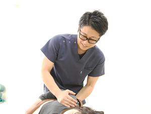 高知市えぐち鍼灸整骨院の患者様が整体を受けている様子